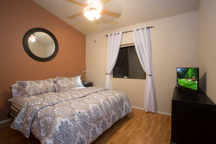 3rd bedroom with king size bed.. can also be separated into two twins. smart tv, and large closet
