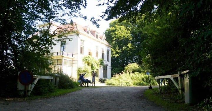 Balkonkamer Landgoed de Ploeg te Wenum-Wiesel