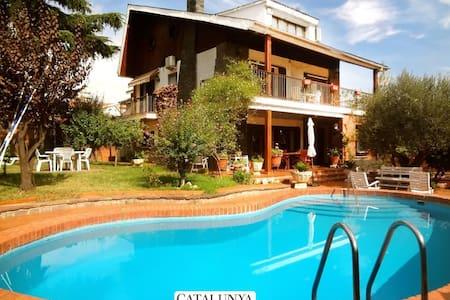 Villa 'FUNTASTIC' 15km from Bcn! - Barberà del Vallès - Talo