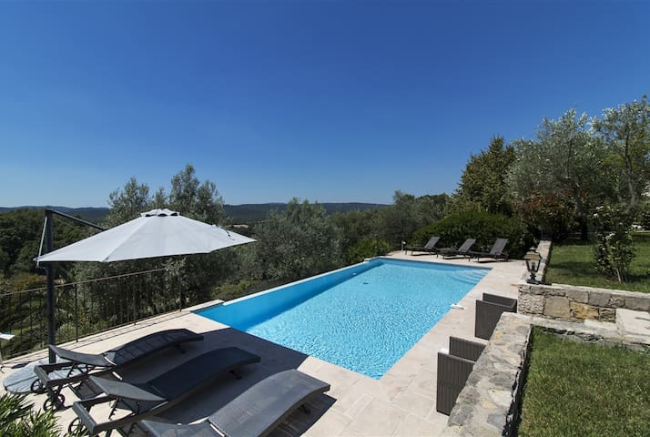 Charming Villa with view and privat heated pool - Montauroux - House
