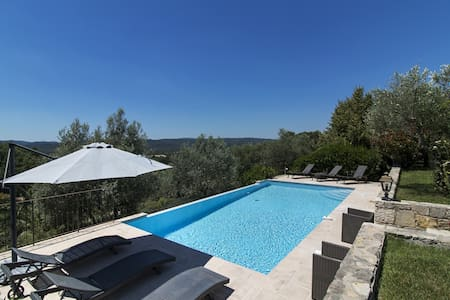 Charming Villa with view and privat heated pool - Montauroux - Rumah