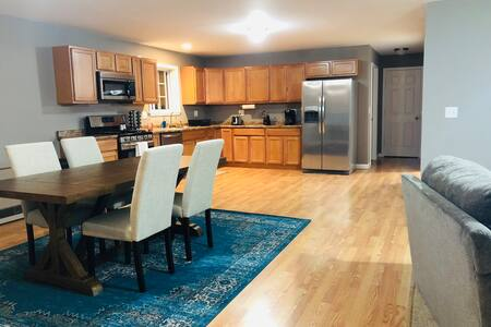 Large, luxurious 3 Bedroom home away from home! #2