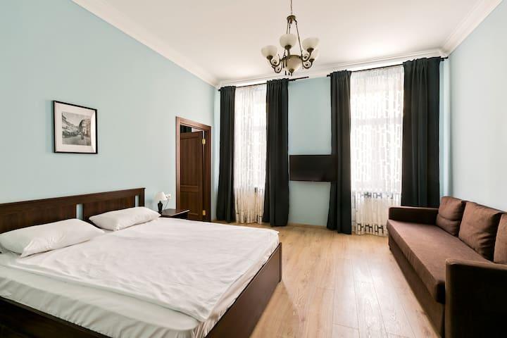 5 rooms apartment near the Kremlin. Best location.