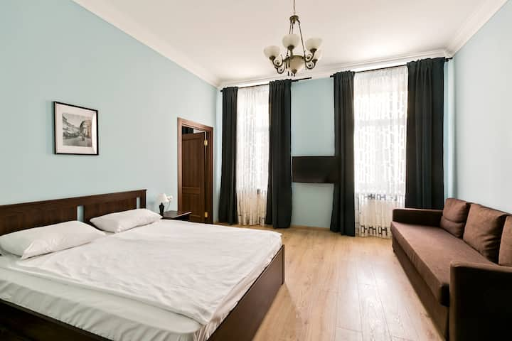 5 rooms apartment near the Kremlin. Best location.