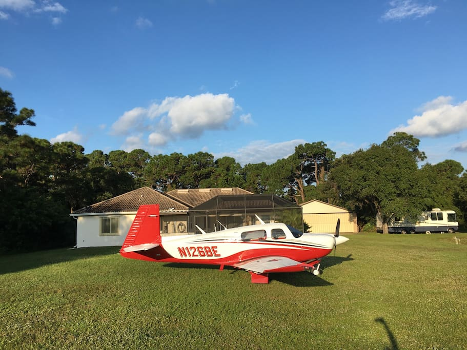 Here's my Mooney in front of the Flying Dutchman Aviators resort b&b..