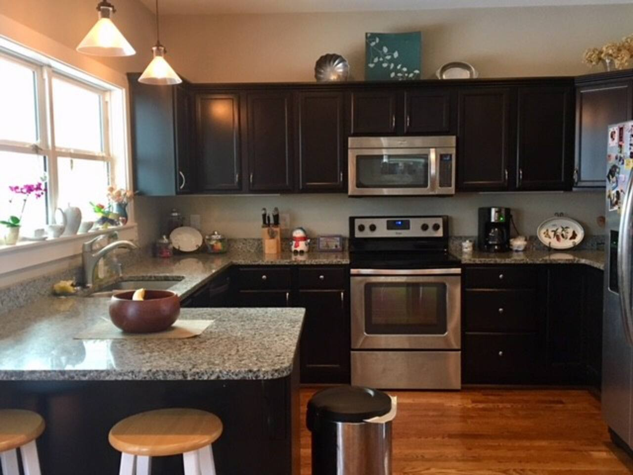 We offer coffee, tea and creamer for guests in our fully equipped kitchen.