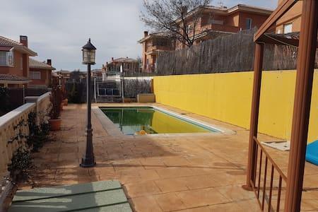 CASA CHALET EN SIERRA DE MADRID - Miraflores de la Sierra - Faház