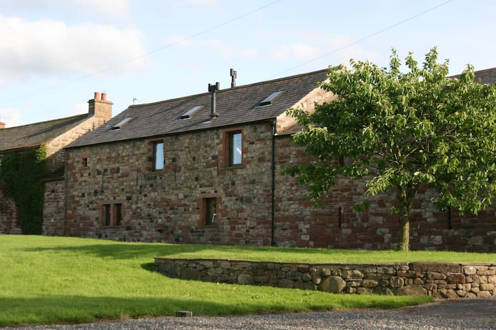 Luxury 'home from home' barn conversion - Blencarn