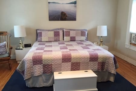 Great Village Room- No Min Stay! Walk to the Hall.