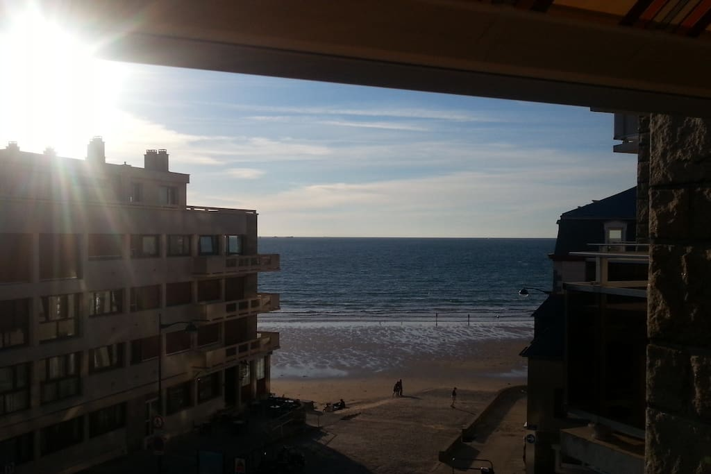 La chambre bleue sur la plage 30m chambres d 39 h tes - Chambre de commerce saint malo ...