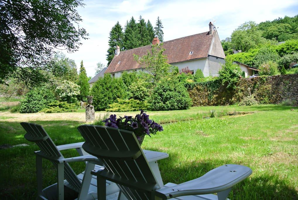 Heerlijk ontspannen in de tuin.
