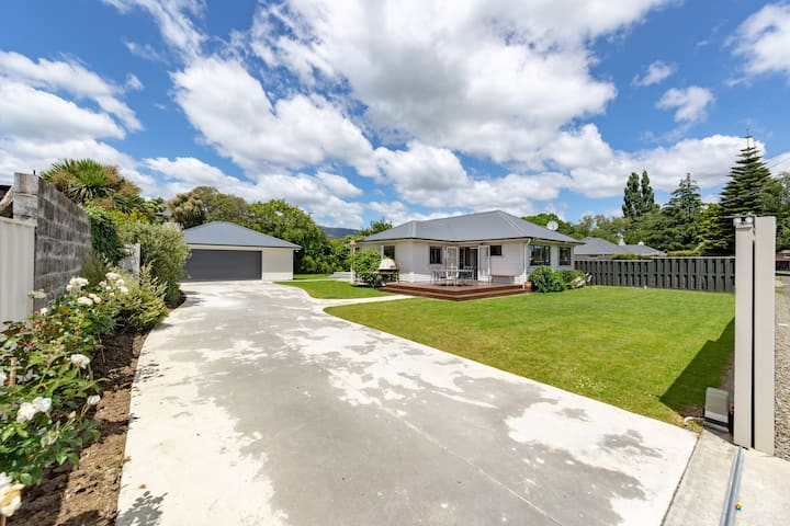 Modern & Central Upper Hutt with Private Entrance