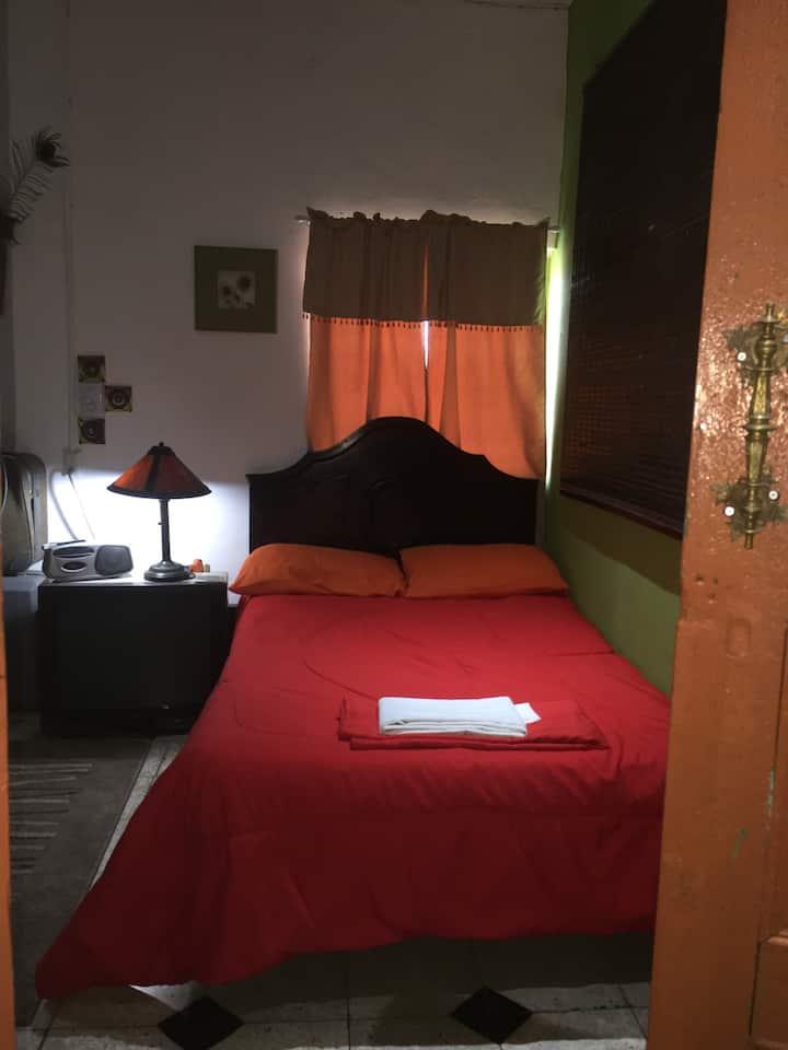 Mendoza'sAttic/ 1 pareja/Habitación Compartida$15