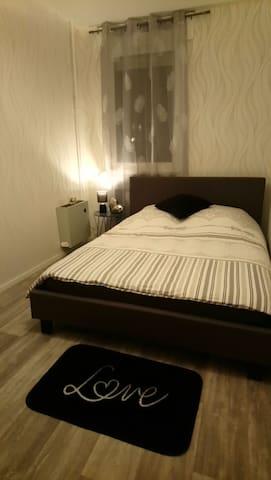 Chez Valérie, chambre privée n°2, résidence calme.