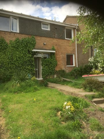Family retreat, 4 bedrooms, option to house 8-10 - Bournemouth - Rumah