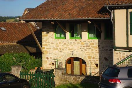 liane verte   Maison de village sympathique - Felzins