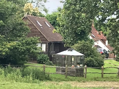 Entire country lodge, Stoneacre, Herstmonceux