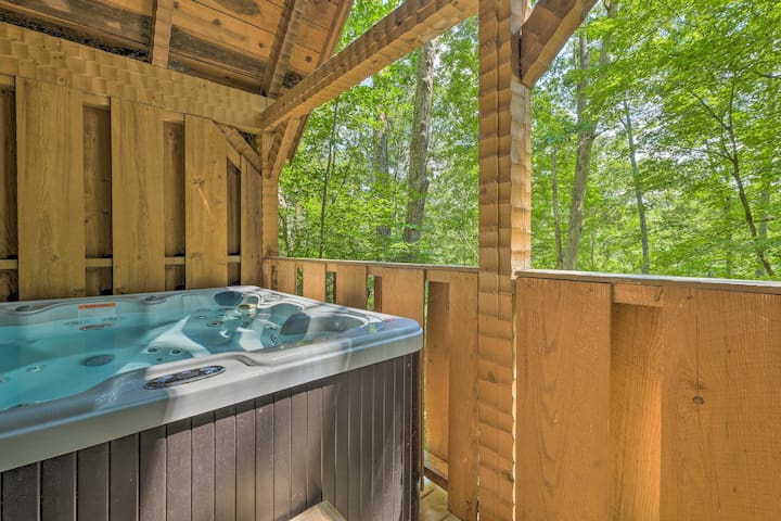 NEW! Townsend Cabin w/ Deck & Smoky Mountain Views