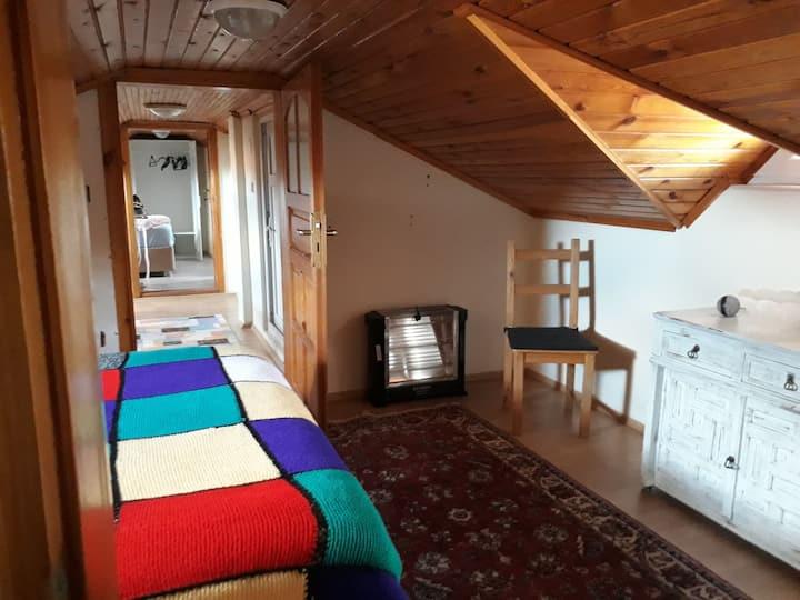 Şirin çatı katı oda -Cute loft room