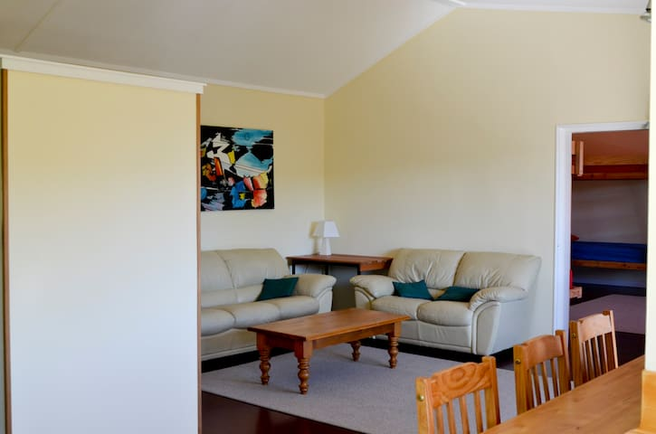 Riverside Sojourn - Tui Bunkroom - Lower Moutere - Byt