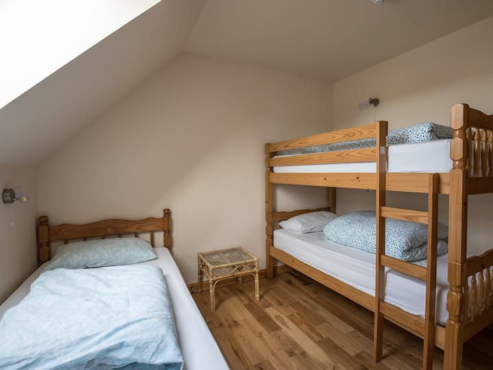 Lael-3 bed room-shared bathroom