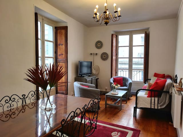 Lovely 2 rooms apartment, in historical center