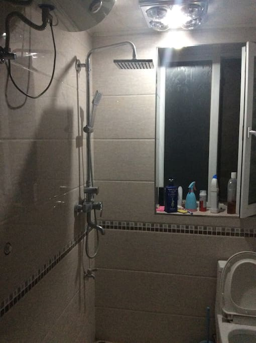 免费的热水淋雨,洗发水等。