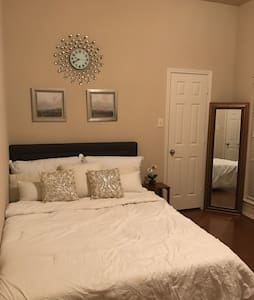 Private room near IAH & Downtown - Houston - Rumah