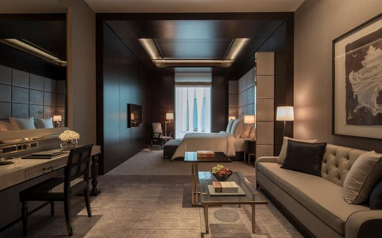 Executive Suite in Four Seasons Ten Trinity