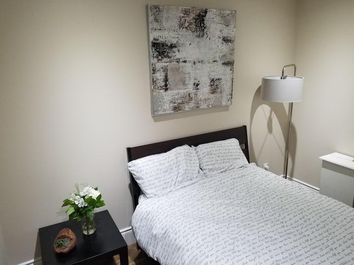 Eglinton & Bayview 1 Bedroom Apartment