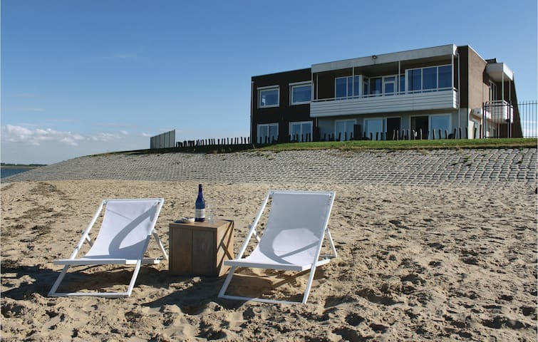 Holiday apartment with 1 bedroom on 65 m² in Sint-Annaland