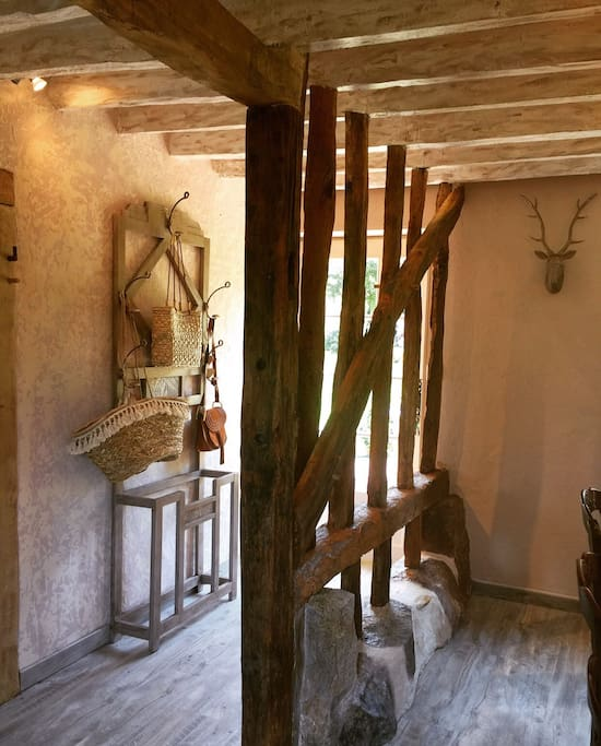 Une jolie entrée entourée de colombages authentiques