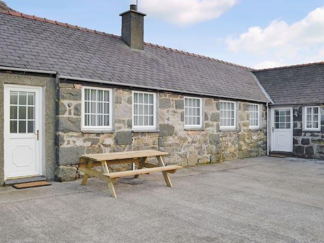 Penlon Cottage at Trefor in Snowdonia - Gwynedd - บังกะโล