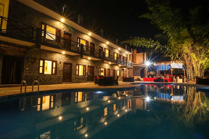 Luxury Cottage  with Private Garden,  Jim Corbett