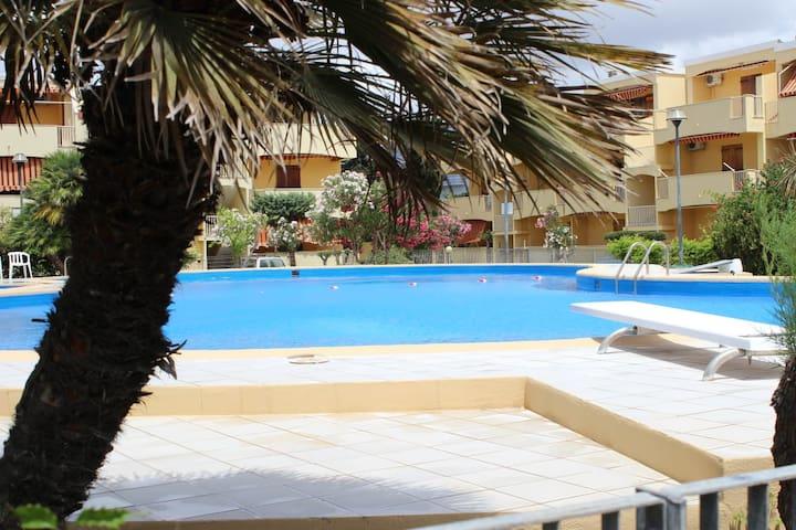 Appartamento fronte mare in residence con piscina
