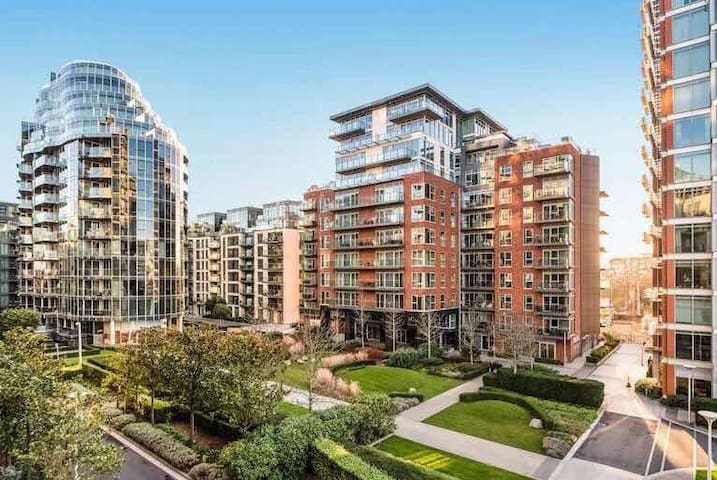 Thames riverside luxury two-bedroom apartment