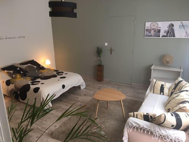 Chambre privée & cosy dans maison de village