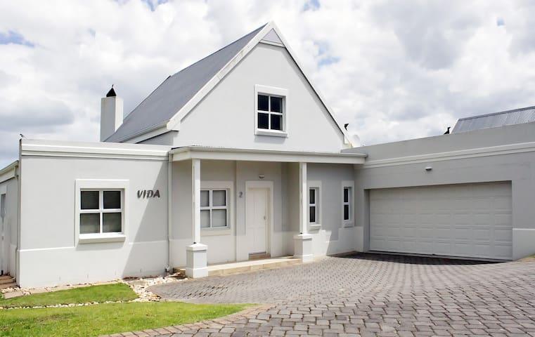 Vida Cottage on Kingswood Golf Estate