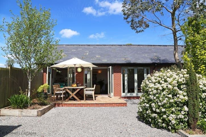 The Sycamores Sleeps 6,  offers modern living with all the comforts and cosiness of a country retreat. - Shepton Mallet - Dom