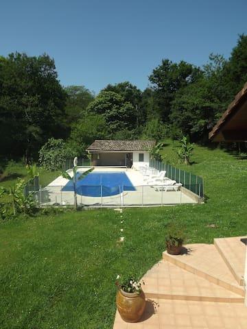 Logement avec piscine pour les amoureux de nature - Cagnotte - Nature lodge