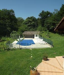 Logement avec piscine pour les amoureux de nature - Cagnotte - Přírodní / eko chata