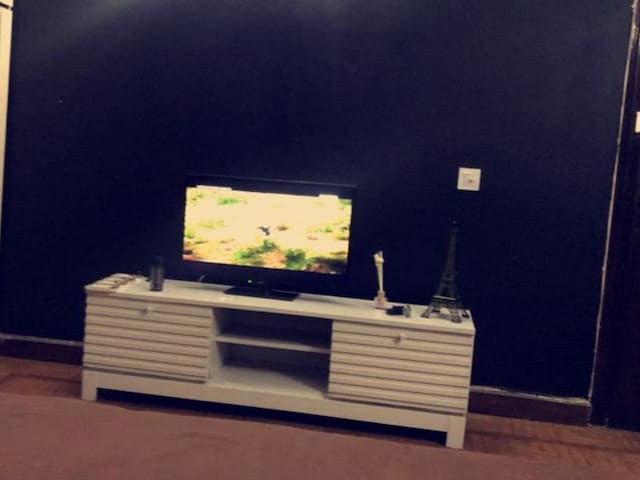 F-10 AC Luxury room fr short term & long term stay
