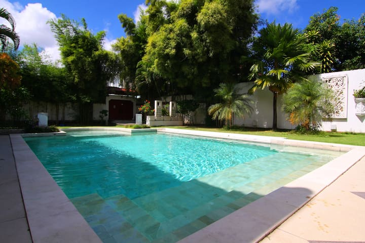 Dream 5br Villa close to the beach - Kuta