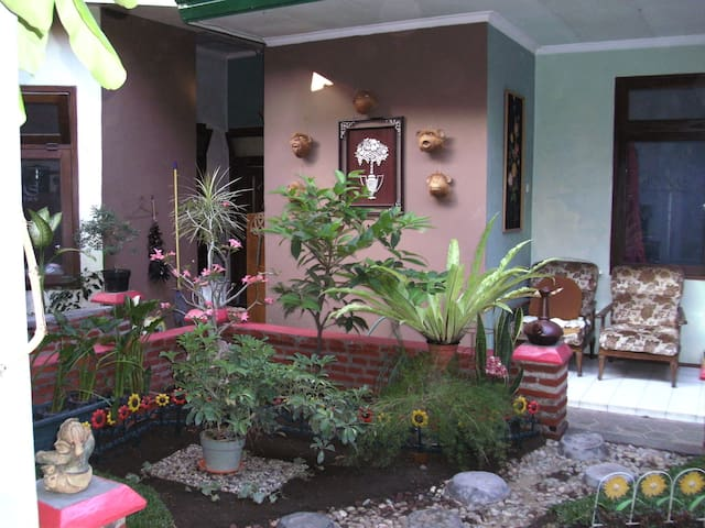 JONAS homestay - malang - Hus