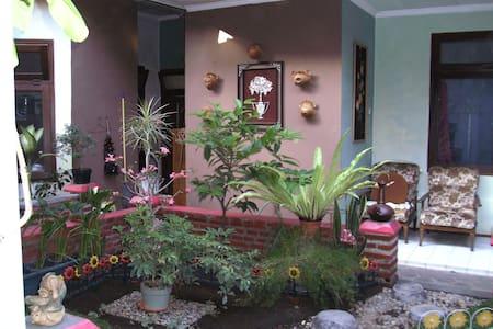 JONAS homestay - malang - 独立屋