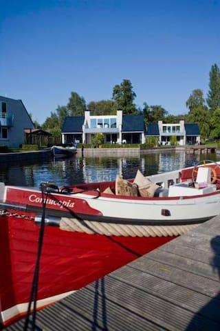 AMSTERDAM:./Loosdrecht Semi-Detached