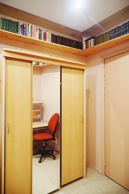 Комната (гардероб)