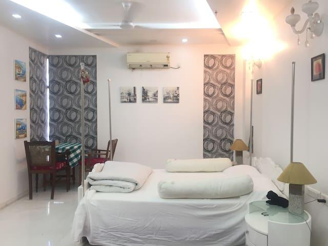 Charming home (safe & cozy)