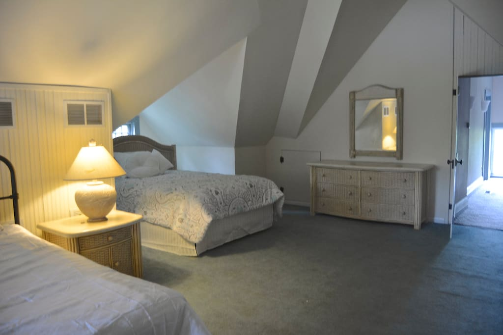 Loft bedroom river house b b chambres d 39 h tes louer for Chambre a louer ottawa