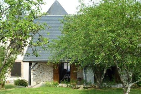 Maison de campagne+ jardin au calme - Corfélix
